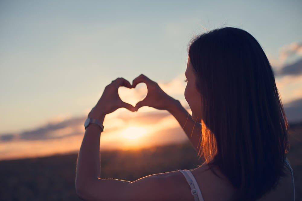 Картинка девушки сердце